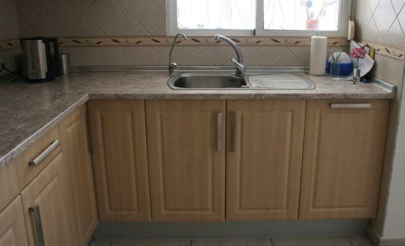 Fant stico fregaderos de cocina baratos y armarios molde for Cocinas a medida baratas
