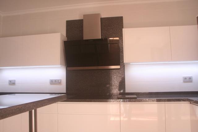 Cocinas a medida muebles de cocina cocinas baratas armarios cualquer medida puertas - Campanas de cocina de cristal ...