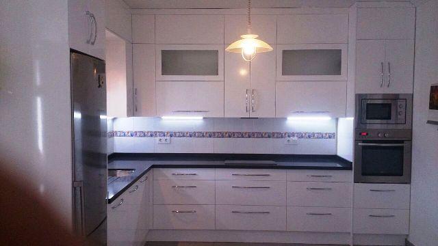Cocinas a medida muebles de cocina cocinas baratas armarios cualquer medida puertas - Muebles baratos valladolid ...